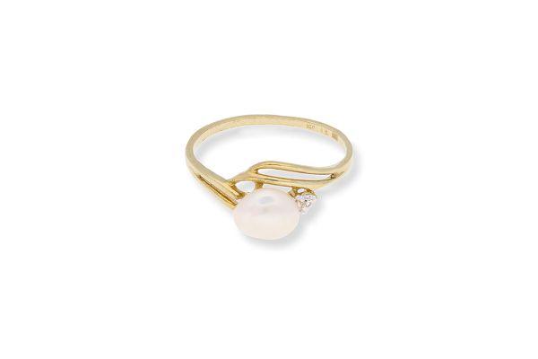 Ring 333 Gelbgold • Diamant • Perle • Vorderansicht