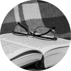 Lesebrille-kaufen-Optik-Weissmann-Oberaudorf-Brille-Schmuck-lesen-Alterssichtigkeit