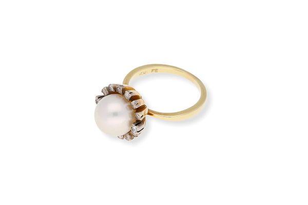 Ring 585 Gelbgold • Zuchtperle • Diamanten • Schrägansicht